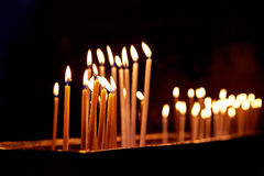 Velas na igreja santamente do sepulcro no Jerusalém Fotografia de Stock
