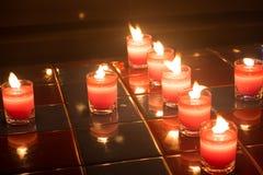 Velas para todo el día de almas en la noche Imagen de archivo libre de regalías