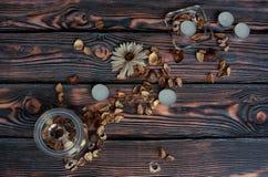 Velas pequenas com flores secas Imagens de Stock