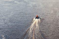 Velas pequenas do barco salva-vidas imagem de stock royalty free