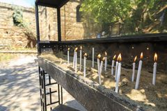Velas perto da casa da Virgem Maria, última residência acreditada do miliampère fotografia de stock royalty free