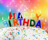 Velas que queimam o feliz aniversario das felicitações Imagens de Stock