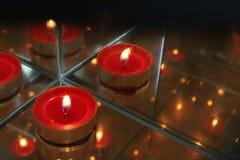 Velas rojas de foto de la llama fotografía de archivo libre de regalías