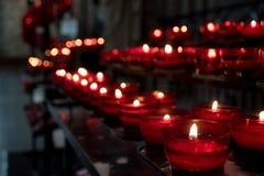 Velas rojas de la iglesia Foto de archivo libre de regalías