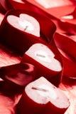 Velas românticas com presente fotografia de stock