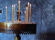 Velas, símbolo de la luz de Cristo. Fotografía de archivo