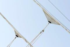 Velas venteadas del velero Foto de archivo