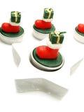 Velas verdes, rojas como ornamentos de la Navidad Imágenes de archivo libres de regalías