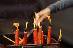 Velas vermelhas chinesas ardentes Imagens de Stock Royalty Free