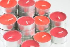 Velas vermelhas no fundo branco Fotografia de Stock Royalty Free