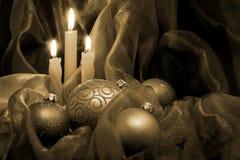 Velas y chucherías de la Navidad Fotografía de archivo libre de regalías