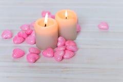 Velas y corazones rosados Fotografía de archivo libre de regalías
