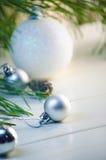 Velas y decoraciones del día de fiesta Imagen de archivo libre de regalías