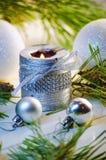 Velas y decoraciones del día de fiesta Foto de archivo libre de regalías