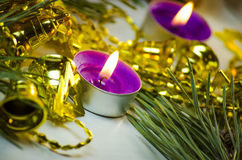 Velas y decoraciones del día de fiesta Fotos de archivo