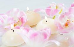 Velas y flores Imagen de archivo libre de regalías