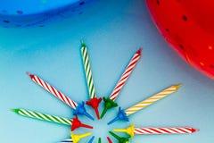 Velas y globos del partido Fotos de archivo