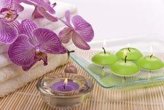 Velas y orquídea Imágenes de archivo libres de regalías