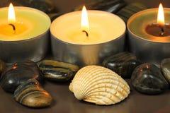 Velas y shell en balneario Imagen de archivo