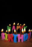 Velas y torta del feliz cumpleaños Imágenes de archivo libres de regalías
