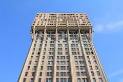 Velasca塔在米兰,野兽派建筑学 库存照片