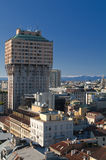 Velasca Kontrollturm in Mailand mit Skylinen Stockfotografie