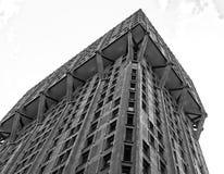 Velascatoren in Milaan, brutalistarchitectuur Stock Foto's