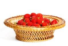 Vele aardbeien in een mand Stock Foto's