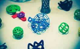 Vele abstracte modellen die door 3d printerclose-up worden gedrukt Stock Foto's