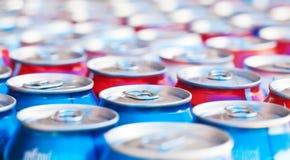 Vele blikken met het verfrissen van dranken Royalty-vrije Stock Afbeelding