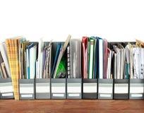 Vele archiefkasten in een bureau Stock Afbeeldingen