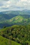 Vele bergen en Bewolkt Royalty-vrije Stock Fotografie