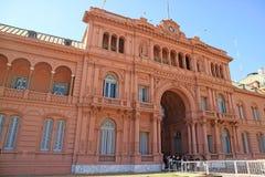 Vele Bezoekers die op het Bezoeken van Beroemde Casa Rosada of het Roze Huis, Presidentieel Paleis in Buenos aires, Argentinië wa stock afbeelding