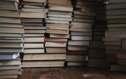Vele boeken Stock Foto's