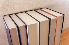Vele boeken voor achtergrond stock foto's