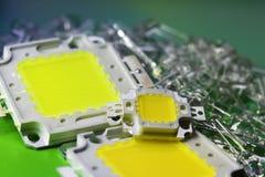 Vele die LEDs door krachtige 10V wordt geleid is in het stapelconcept besparingsenergie, besparingsgeld, close-up, Uitrusting voo Royalty-vrije Stock Foto's