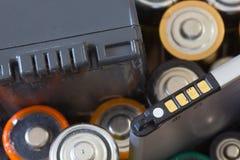 Vele diverse batterijen stock afbeeldingen