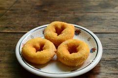 Vele Doughnut op plaat Royalty-vrije Stock Foto's