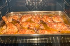 Vele eendbenen in de oven Royalty-vrije Stock Fotografie