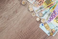 vele euro muntstuk en bankbiljetten Royalty-vrije Stock Foto's