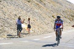 Vele fietser beklimt Mont Ventoux als uitdaging Stock Fotografie
