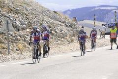 Vele fietser beklimt Mont Ventoux als uitdaging Stock Afbeeldingen