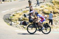Vele fietser beklimt Mont Ventoux als uitdaging Stock Foto