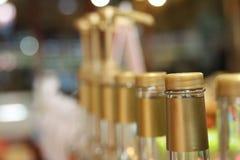 Vele flessen in de koffiewinkel Royalty-vrije Stock Foto
