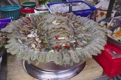 Vele garnalenbidsprinkhanen zonder shell in de kok vragen royalty-vrije stock foto