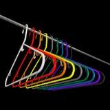 Vele gekleurde plastic kleerhangers Royalty-vrije Stock Foto's