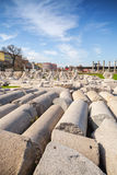 Vele geruïneerde oude kolommen smyrna Izmir, Turkije Stock Foto
