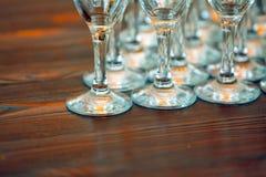 Vele glazen op de lijst Royalty-vrije Stock Afbeelding