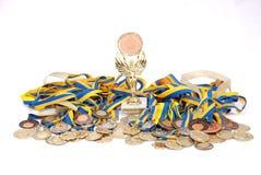 Vele gouden, zilveren, en bronsmedailles Stock Foto's