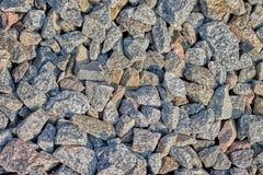 vele grote stenen voor lading op de spoorweg stock foto's